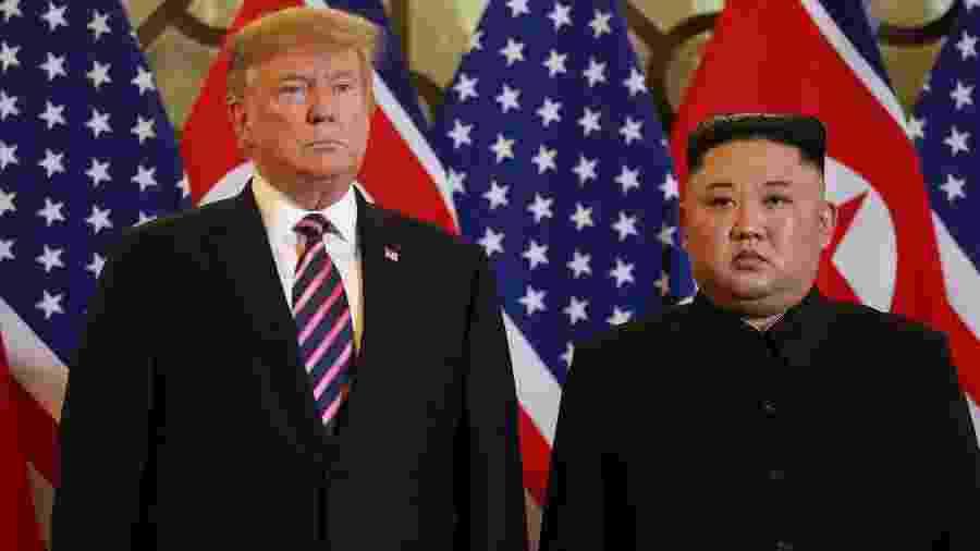 27.fev.2019 - O presidente dos Estados Unidos, Donald Trump, e o líder da Coreia do Norte, Kim Jong-un, posam para foto antes da segunda cúpula EUA-Coreia do Norte, em Hanoi, no Vietnã - Leah Millis/Reuters