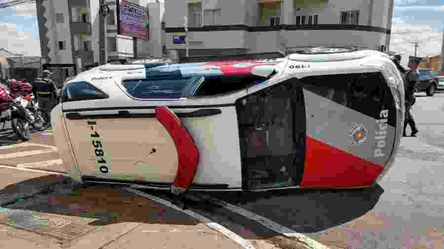 Viatura atingida pela jovem no interior de SP - Cássio Freires/Portal Hertz Notícias