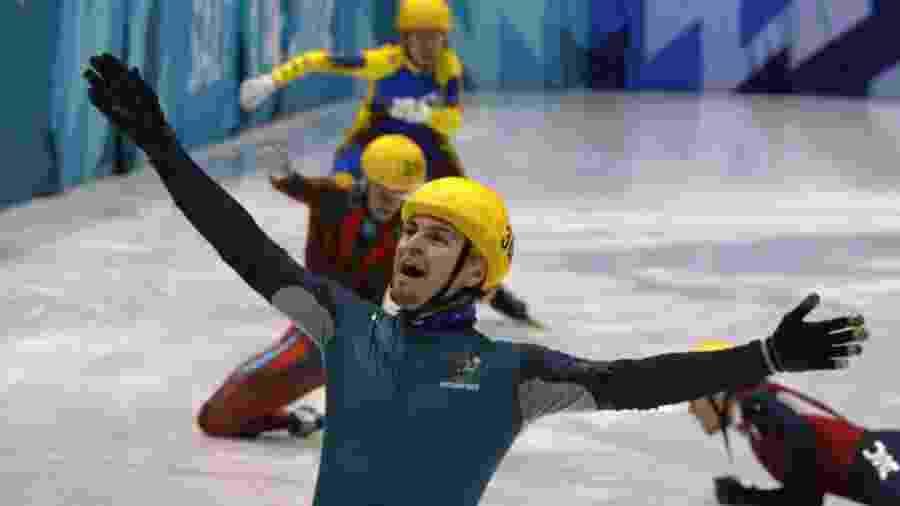 O australiano Steven Bradbury celebra sua improvável vitória nos Jogos Olímpicos de Inverno de 2002 - David Gray/Reuters