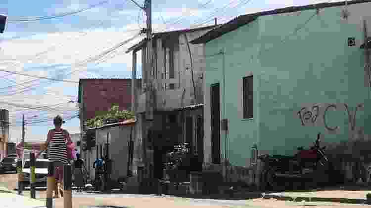 Pichação demarca território dominado pelo Comando Vermelho em Fortaleza - Luís Adorno/UOL