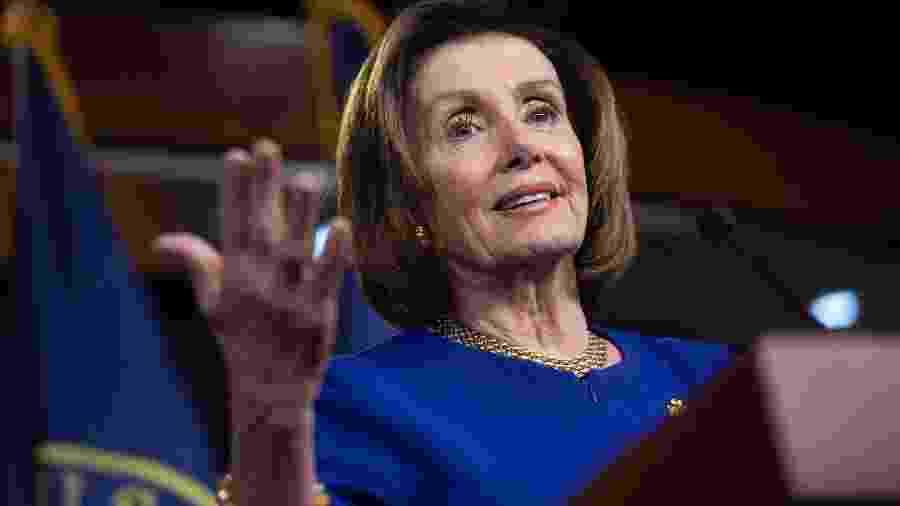 5.mar.2020 A presidente da Câmara dos Representantes, a democrata Nancy Pelosi, se reuniu com o secretário do Tesouro - Saul Loeb/AFP