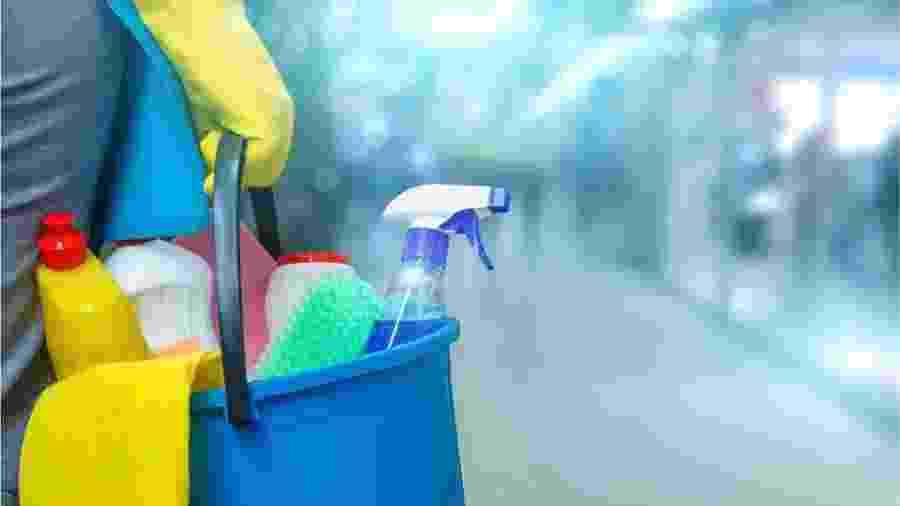 Trabalhadoras domésticas no Brasil estão sendo dispensadas sem pagamento por causa do coronavírus - Getty Images