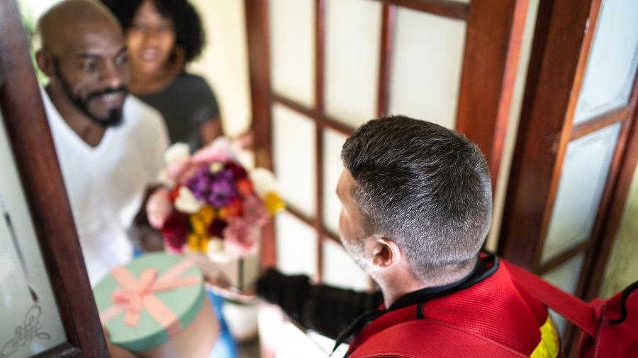 Analistas preveem aumento no número de pedidos por delivery no Dia dos Namorados - Getty Images