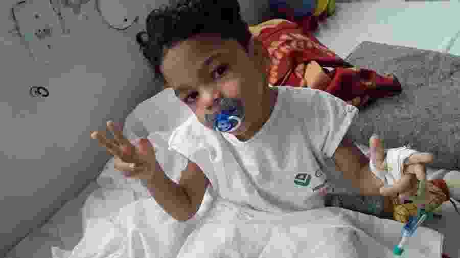 Dominicke em internação anterior decorrente das convulsões que sofre - Arquivo Pessoal