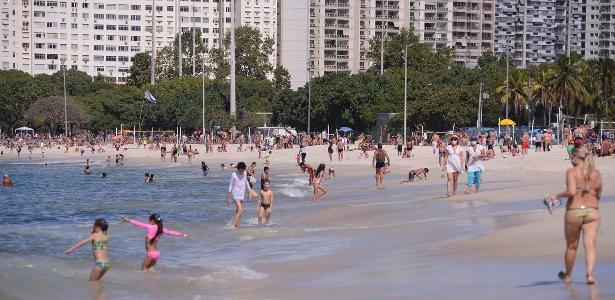 Flexibilização da quarentena   Contra as regras da prefeitura, cariocas se aglomeram nas praias do Rio