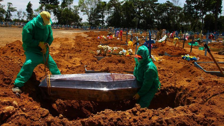 Vítima da covid-19 é internada em Manaus, no Amazonas - Edmar Barros/Futura Press/Estadão Conteúdo