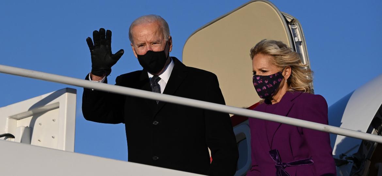 Joe Biden chega a Washington onde tomará posse como presidente dos EUA - JIM WATSON / AFP