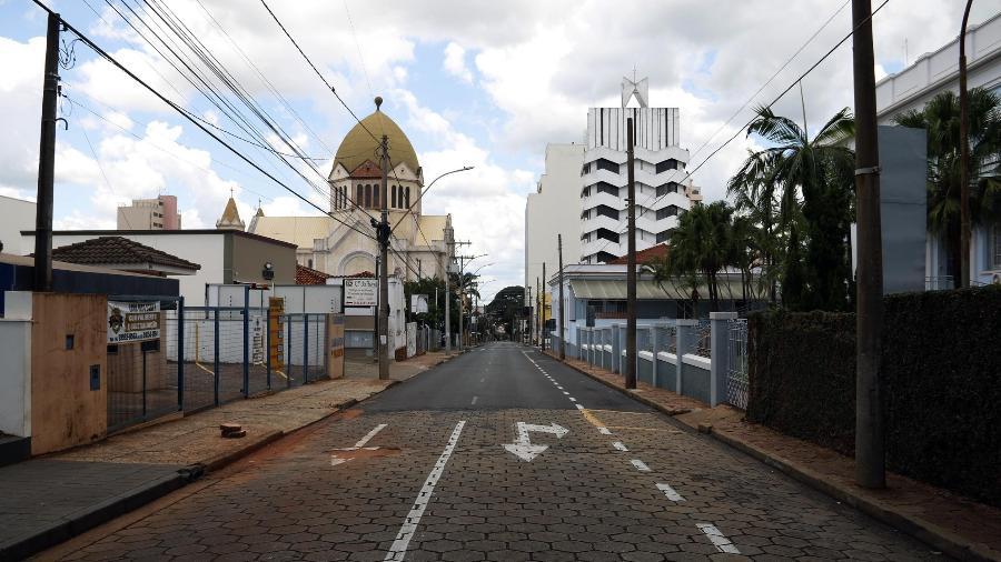 21.fev.2021 - Ruas de Araraquara (SP) ficam vazias em meio ao lockdown, numa tentativa de conter o avanço da covid-19 - Tetê Viviane/Futura Press/Estadão Conteúdo