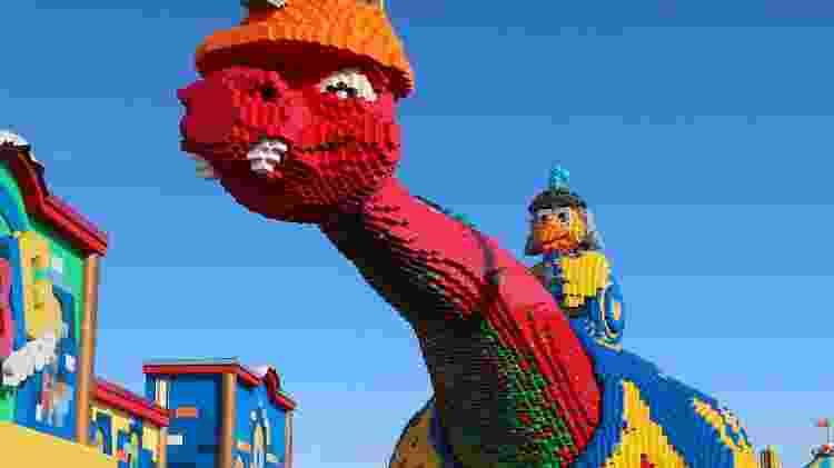Até um dinossauro gigante foi construído com peças de lego - Divulgação - Divulgação