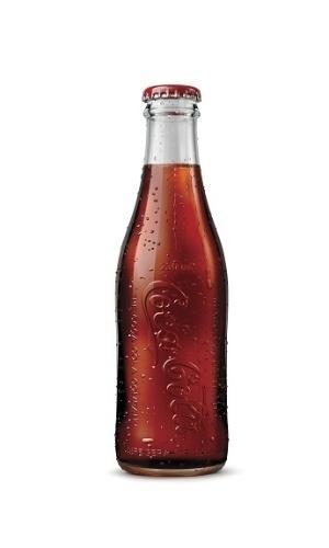 A Coca-Cola colocou à venda, em edição limitada, uma caixa com seis garrafas históricas do refrigerante. Esta é semelhante à que era usada em 1913