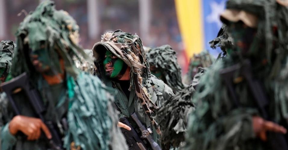 5.jul.2016 - Soldados participam do desfile militar que comemora o 205º aniversário da independência da Venezuela em Caracas