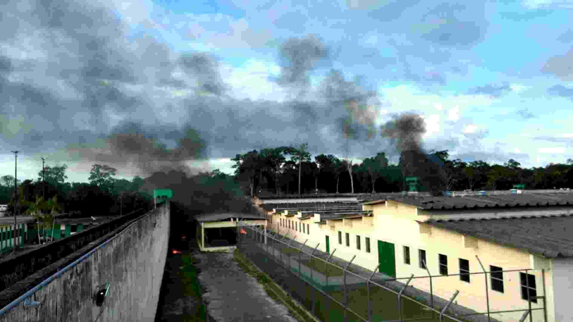 2.jan.2017 - O Compaj (Complexo Penitenciário Anísio Jobim) em Manaus ficou sob fumaça durante a rebelião de 17 horas - Xinhua/A Crítica