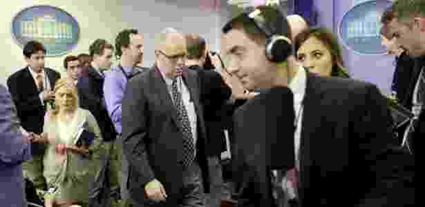 24.fev.2017 - Jornalistas deixam sala de coletivas depois que várias organizações foram excluídas de entrevista com o porta-voz Sean Spicer, na Casa Branca, em Washington - Yuri Gripas/Reuters - Yuri Gripas/Reuters