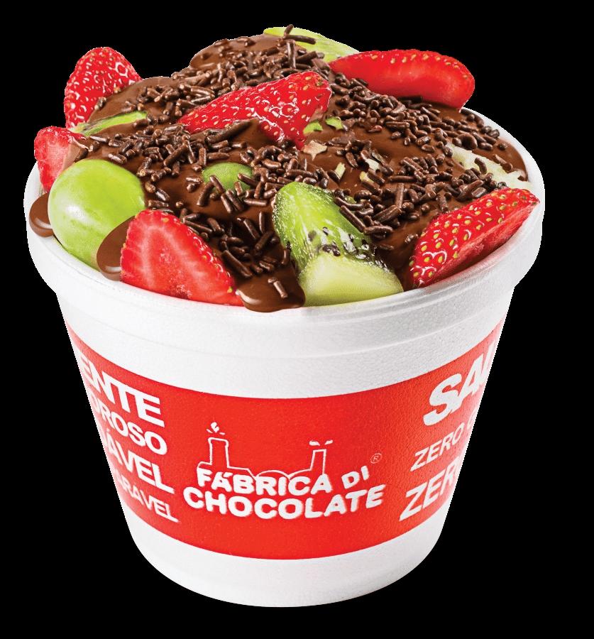 Fondue de frutas com chocolate, servido no copo, da franquia  Fábrica Di Chocolate