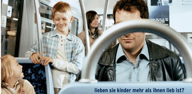 """4.mai.2017 - Folheto de programa de tratamento a pedófilos na Alemanha pergunta: """"você ama mais às crianças do que gostaria?"""""""