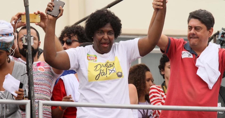 """28.mai.2017 -  A deputada federal Bendita da Silva (PT-RJ) é uma das entusiastas do movimento """"Diretas Já"""""""