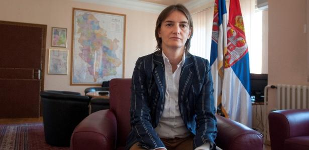 A premiê da Sérvia, Ana Brnabic, assumidamente gay