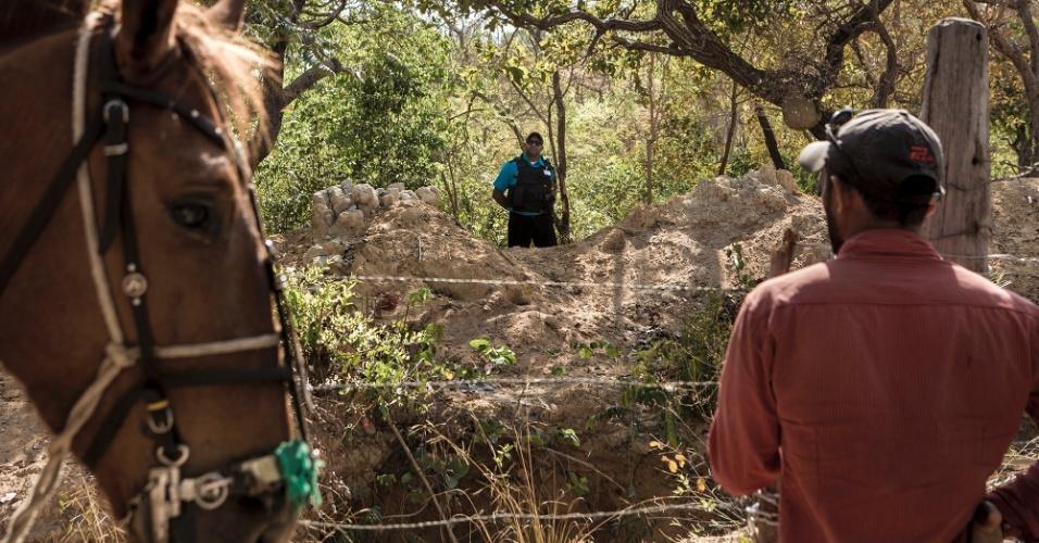 Na comunidade Cachoeira, cercas e uma guarita dividiram o território e o rebanho da família Lopes Leite