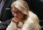 Deputada deixa debate sobre alcoolismo para ajudar assessor bêbado - Reprodução/Twitter @MsnSuomi