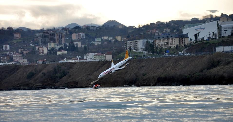 Avião da Pegasus Airline que derrapou ao tentar pousar em Trabzon, na Turquia