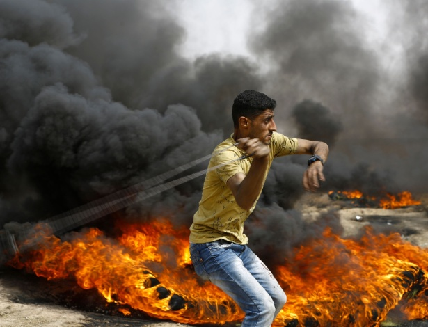 Palestino durante protesto na faixa de Gaza