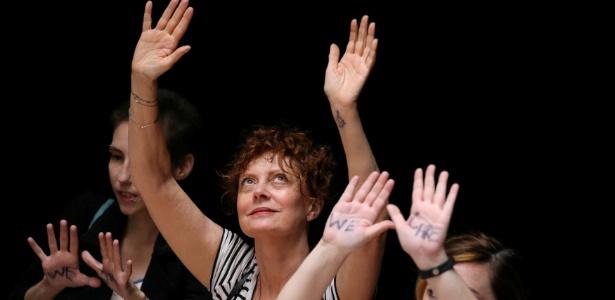 A atriz Susan Sarandon está entre as mulheres presas durante um protesto contra a política do governo Trump sobre imigração - Jonathan Ernst/Reuters