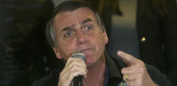 Jair Bolsonaro discursa durante campanha no Rio de Janeiro