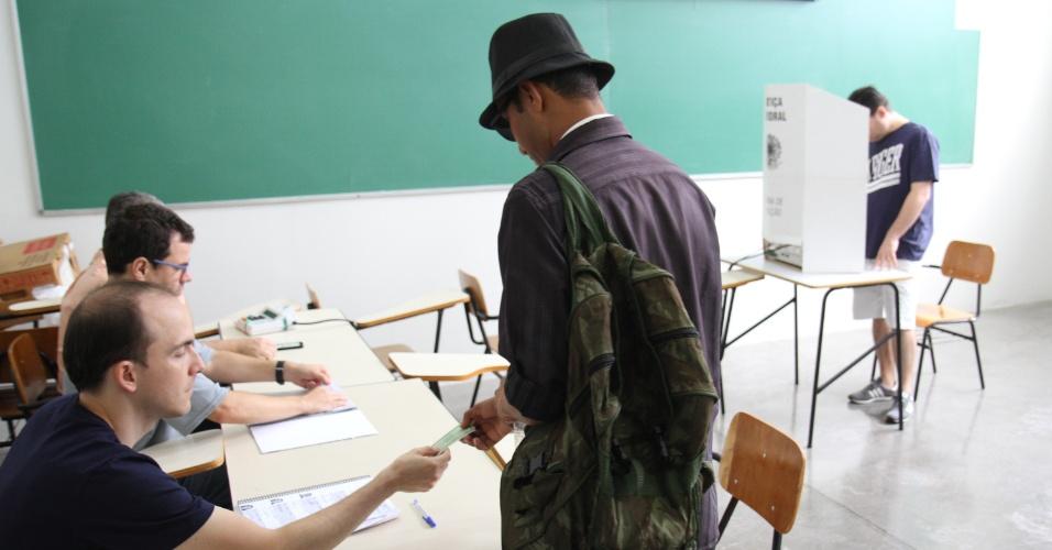 28.out.2018 - Eleitores votam na FAC3 em Campinas, interior de São Paulo. Campinas é o segundo maior colégio eleitoral do estado de São Paulo