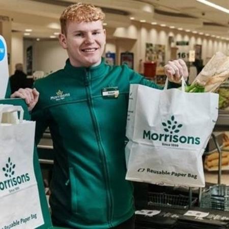 Rede de supermercados britânica está aumentando preço das sacolas de plástico reutilizáveis e oferecendo outras de papel - PA/BBC