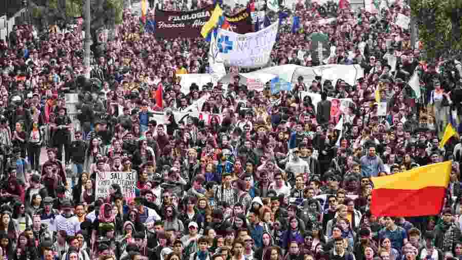 10.10.2019 - Protestos estudantis em Bogotá, na Colômbia - Getty Images
