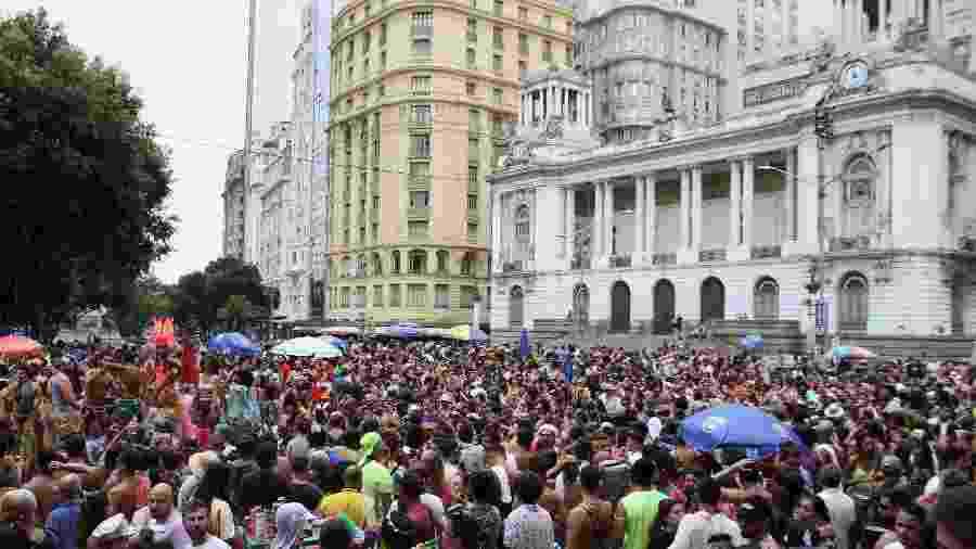 5.jan.2020 - A abertura do Carnaval não oficial ocorreu no centro do Rio; na foto, bloco na Cinelândia - Dikran Junior/Futura Press/Estadão Conteúdo