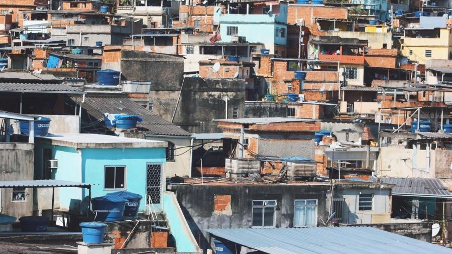 Vista de casas na favela do Alemão, no Rio - Tiê Vasconcelos/Voz das Comunidades