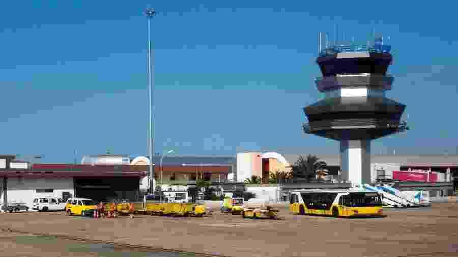 Incidente aconteceu no aeroporto de Faro, em Portugal; passegeira tinha sintomas da covid-19 - Geography Photos/Universal Images Group via Getty Images