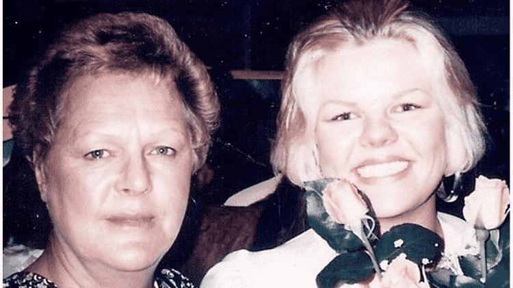 Angie Dodge (à direita) visitou a mãe, Carol, menos de 12 horas antes de ser assassinada - Família Dodge - Família Dodge