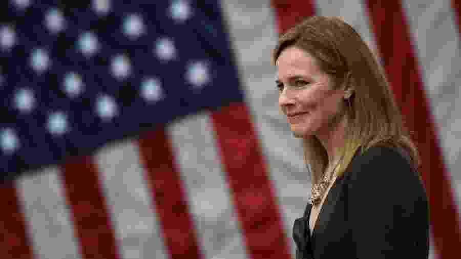 Se aprovada, Amy Barrett, 48, pode se tornar uma das integrantes mais jovens da Suprema Corte - Olivier Douliery/AFP