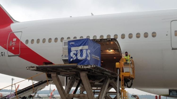 Lote com dois milhões de doses da vacina de Oxford é retirada de avião da Emirates no Aeroporto de Guarulhos - Divulgação/Ministério da Saúde - Divulgação/Ministério da Saúde
