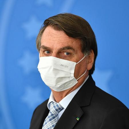 O presidente Jair Bolsonaro (sem partido) usou máscara ontem durante a cerimônia para assinatura da MP das Vacinas - Mateus Bonomi/AGIF/Estadão Conteúdo