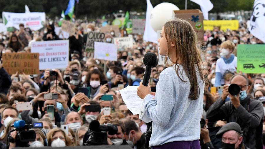 24.set.2021 - A ativista ambiental Greta Thunberg discursa durante ato pelo clima em Berlim, na Alemanha - Tobias Schwarz/AFP