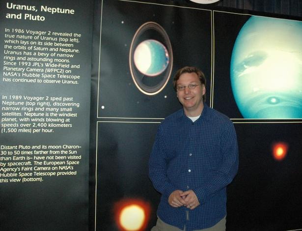 Cientista que 'matou' Plutão diz não se arrepender