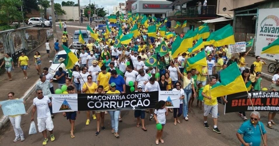 18.mar.2016 - Barra do Garças (MT) recebe protesto contra o governo da presidente Dilma nesta sexta. A imagem foi enviada pela internauta Lidya Lara Francisquelli para o WhatsApp do UOL Notícias (11) 95520 5752