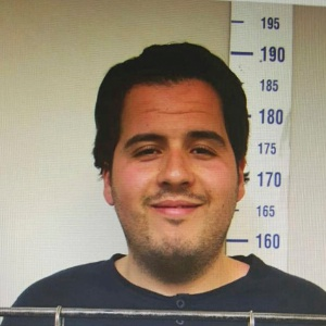 """Foto divulgada pelo jornal turco """"Haberturk"""" mostra Ibrahim El Bakraoui ao ser fichado pela polícia turca em Gaziantep, na Turquia - """"Haberturk""""/AP"""