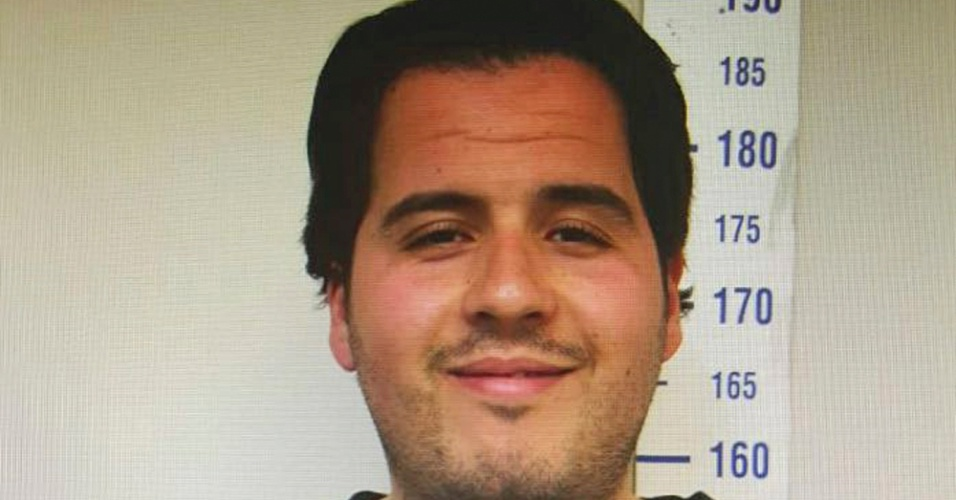 """24.mar.2016 - Foto divulgada pelo jornal turco """"Haberturk"""" mostra Ibrahim El Bakraoui ao ser fichado pela polícia turca em Gaziantep, na Turquia"""