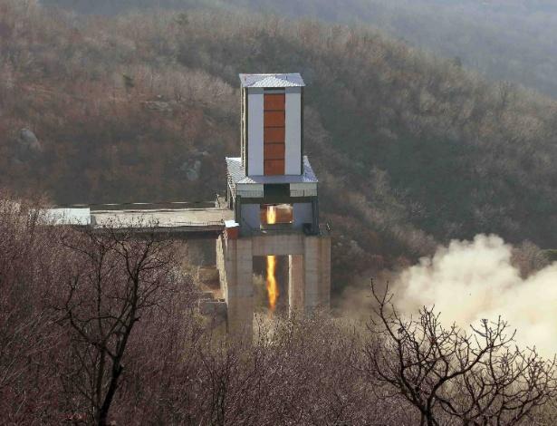 9.abr.2016 - A Agência Central de Notícias da Coreia, órgão de comunicação oficial do governo, divulgou uma foto, cuja data não informada, de um teste nuclear