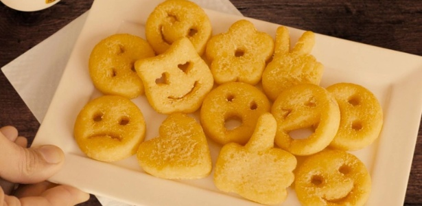 Batata frita em forma de emoji será vendida na rede de restaurantes Outback