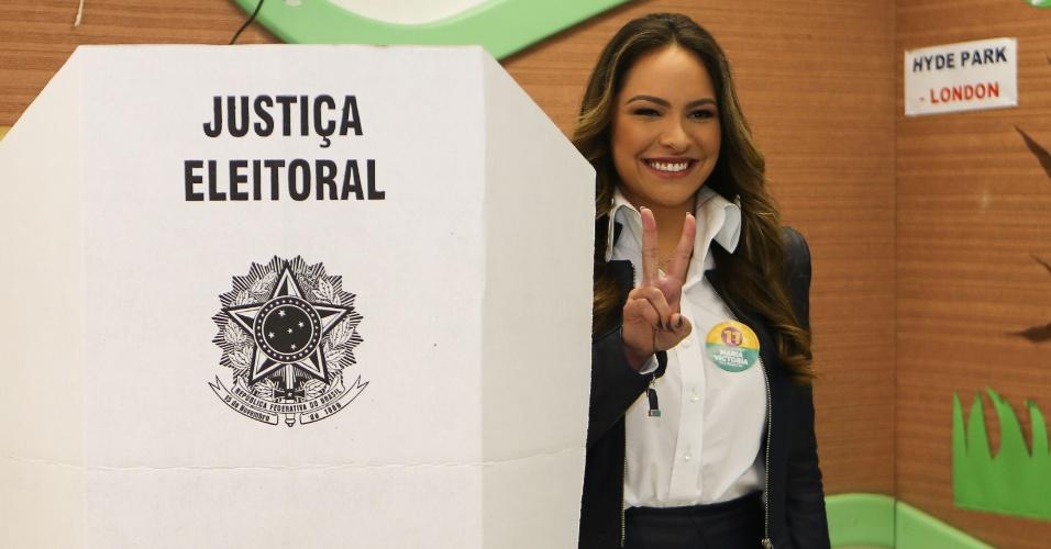 2.out.2016 - Candidato do PP à Prefeitura, Maria Victoria Borghetti Barros, vota no Colégio Positivo Junior, em Curitiba