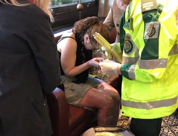 Mulher ferida em explosão na estação Parsons Green é atendida