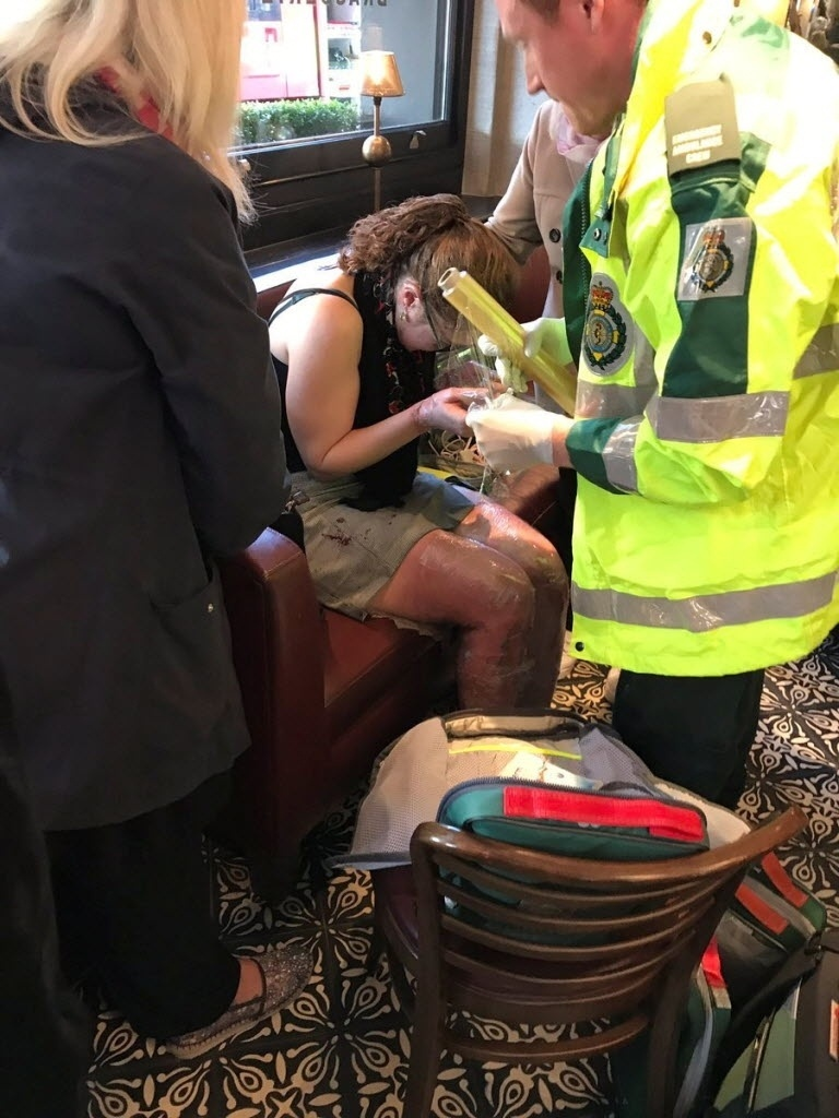 Mulher ferida em explosão na estação Parsons Green, que fica em uma das principais linhas do metrô de Londres