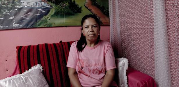 A agente de saúde Rosa Cristina Oliveira Souza aguarda cirurgia no colo do útero