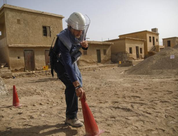 Funcionários da Halo Trust procuram por minas terrestres em Qasr al-Yahud