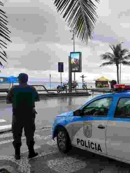 Policial militar vigia orla da praia no Rio de Janeiro - PMERJ / Divulgação